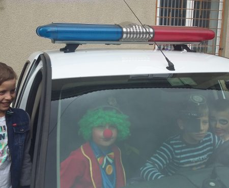 Copiii trec pragul la poliție. De ziua ușilor deschise