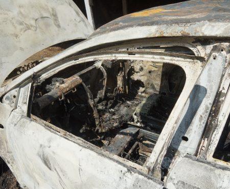S-a supărat pe vecin și i-a dat foc la automobilul acestuia
