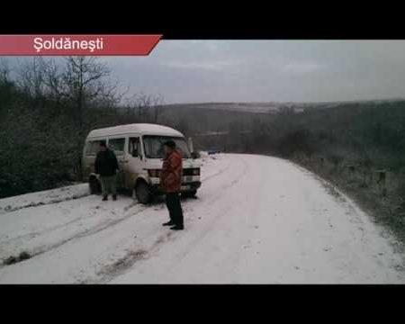 Zăpada vine cu probleme la trafic