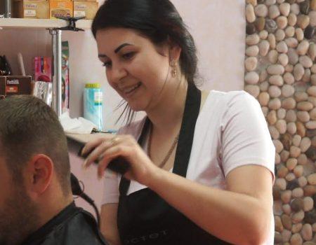MOLDOVA+ De la cursuri de frizer, la propria afacere