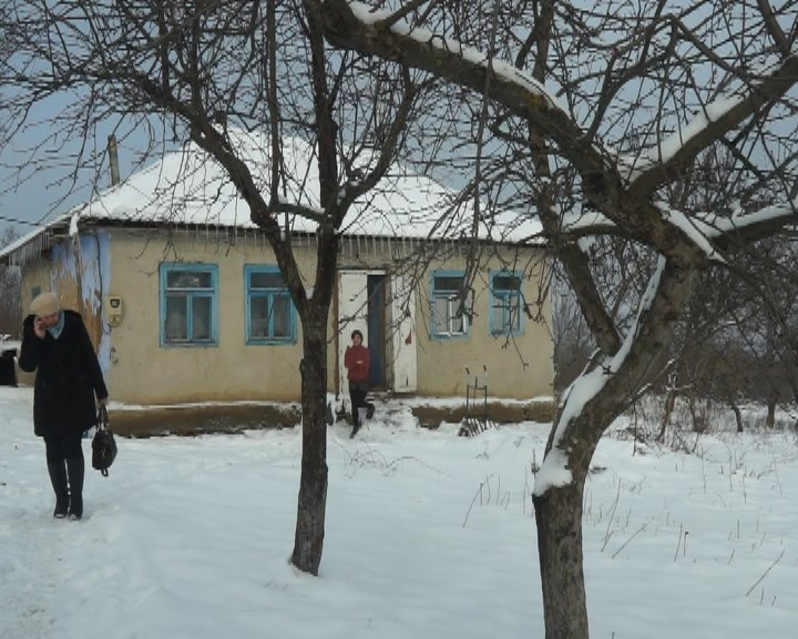 MOLDOVA+   Alcoolul sau copiii: ce aleg părinții?
