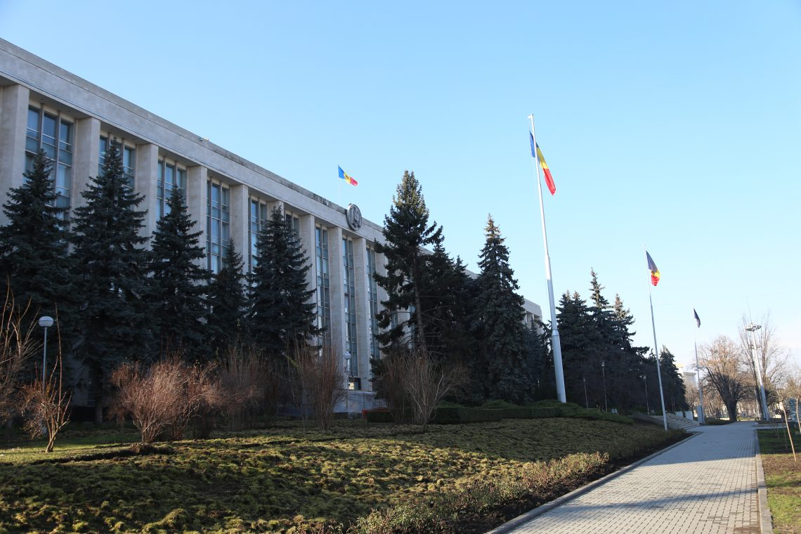 Curtea a acordat reclamantului 3500 de euro pentru prejudiciul moral și 1500 de euro pentru costuri și cheltuieli