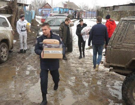 Poliția și societatea civilă au venit cu daruri și lumină
