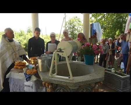 Fântâna în apa căreia au fost botezați, parctic, toți glingenenii
