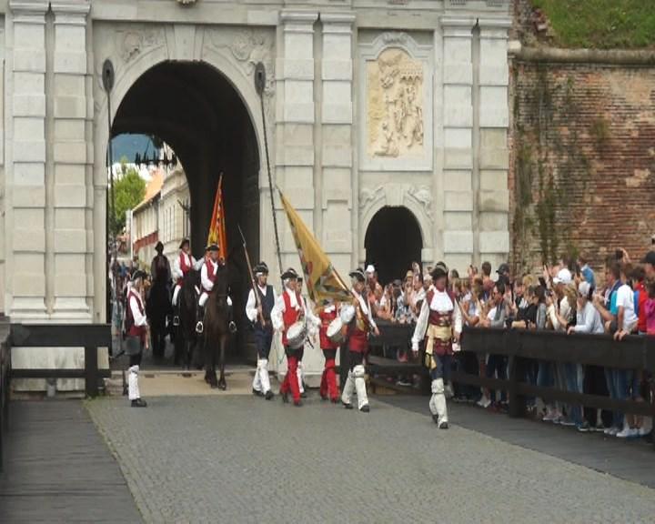 Cetatea Alba Carolina: Garda de ONOARE și azi de veghe