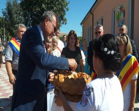 După patru decenii de activitate, pe fonduri din România, la Mateuți a fost renovată gradinița