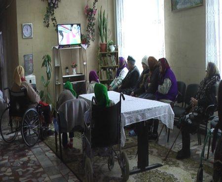 """Pinn pong la batrinete sau Bumerangul indiferentei nu alege    (În pragul iernii, o beneficiară a """"Azilului de bătrâni și persoane cu disabilități"""" din orașul Șoldănești risca să rămână în stradă)"""