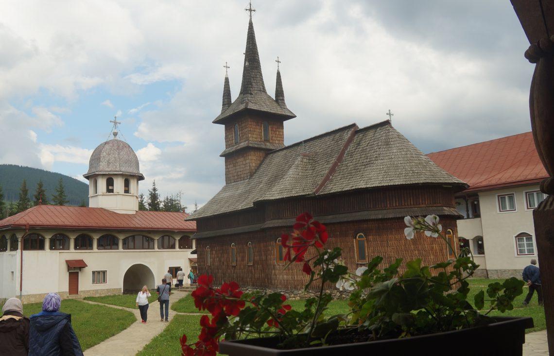Impresii reportericești în imagini: Mănăstirea Oașa — o oază de liniște