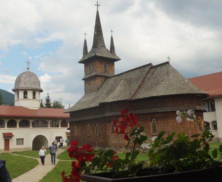 Impresii reportericești în imagini: Mănăstirea Oașa -- o oază de liniște