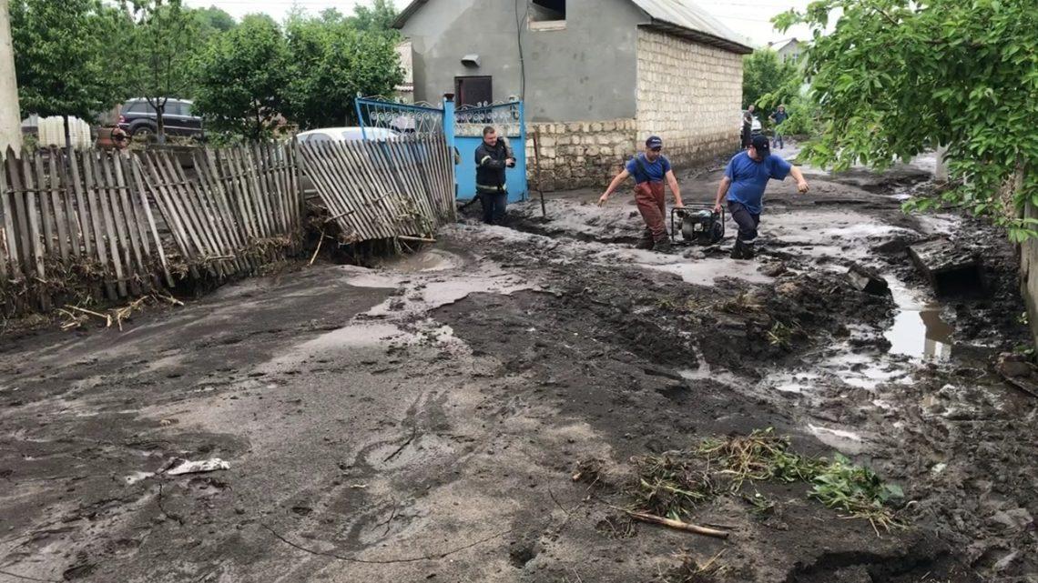 15 minute de precipitații – urgie, la Șoldănești
