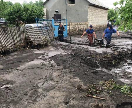 15 minute de precipitații - urgie, la Șoldănești