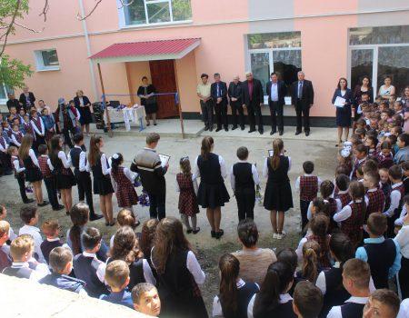 Școlile din Olișcani și Cotiujenii Mari – în straie noi