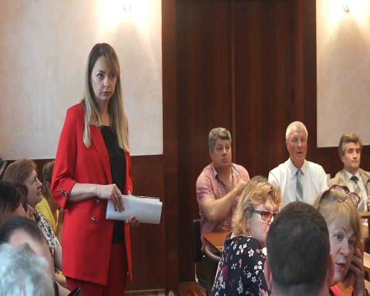 Consilierii resping reorganizarea instituțiilor curative