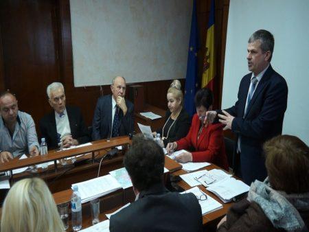 An nou cu state vechi. Consilierii reconfirmă organigramele instituțiilor din subordine